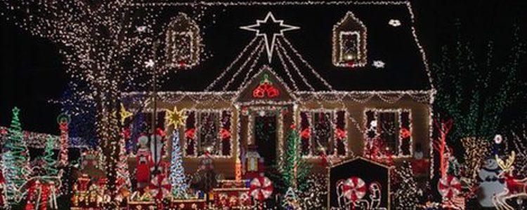 Una buena decoración exterior de Navidad