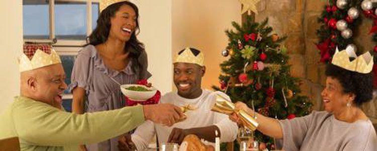 familia comiendo el Día de Reyes