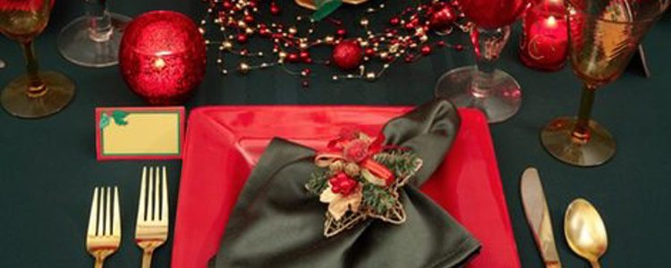 Color rojo y verde para decorar la mesa de Navidad
