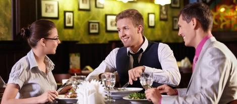 Cinco consejos para acertar con tu look en la cena de empresa de Navidad