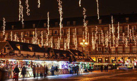 Mercadillos navideños en la Plaza Mayor de Madrid