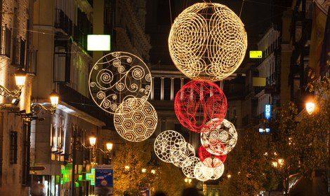 Vista de la Calle Arenal, en el centro de Madrid, durante Navidad
