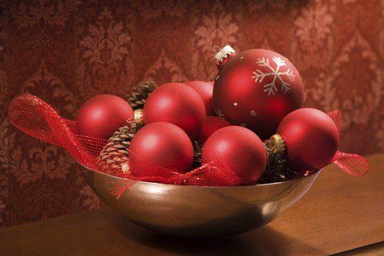 Las composiciones con bolas del árbol están en auge en los centros de Navidad