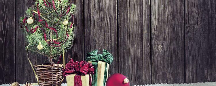 Hay muchos que apuestan por un centro basado en un árbol de Navidad, sencillo e ideal
