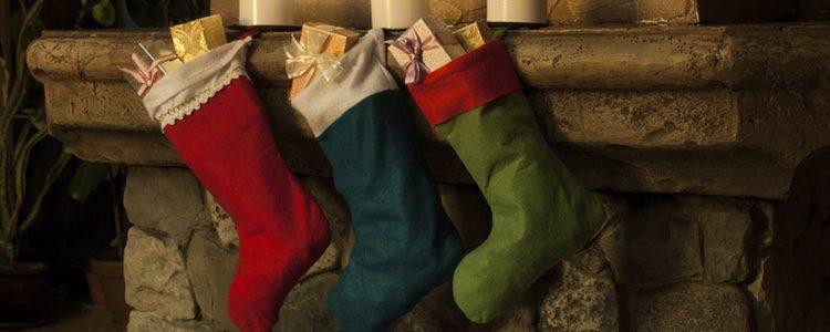 Los calcetines se cuelgan con la esperanza de que ahí aparezcan regalos