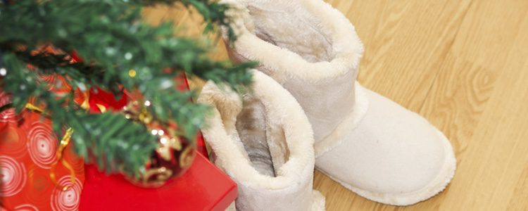 La tradición es similar a la de dejar los zapatos junto al árbol de Navidad