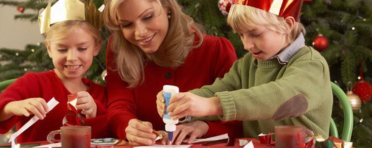 Las manualidades son un buen modo de pasar tiempo en familia en Navidad