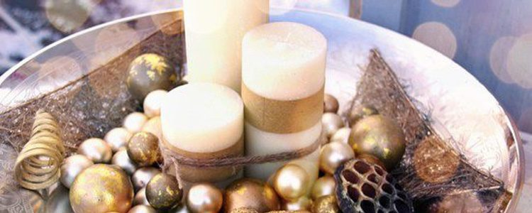 Puedes escoger por unas velas blancas pero cambia su tamaño y grosor y así saldrás de la rutina