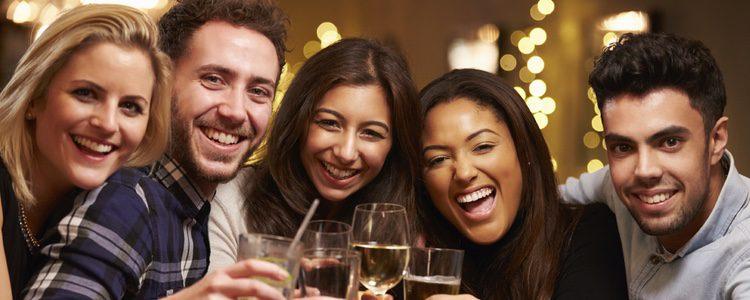 Disfruta la Noche de Reyes con una cena con amigos