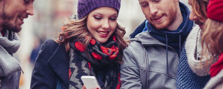 Está claro que Whatsapp ofrece muchas ventajas y desventajas a la hora de felicitar el año