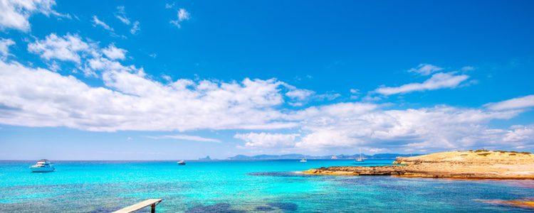 Aprovecha para pasear por las playas de la isla