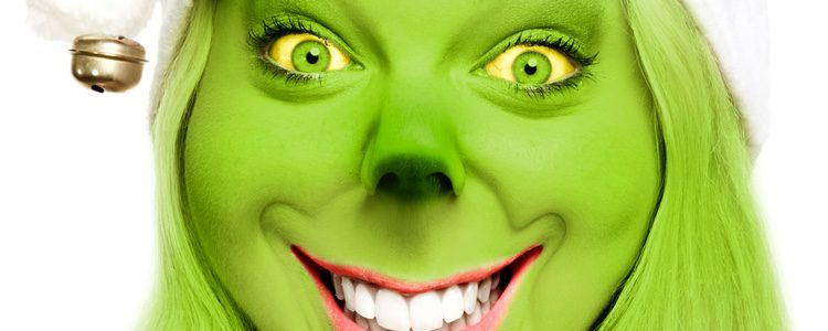 El disfraz de Grinch requiere de mucha pintura verde para el rostro