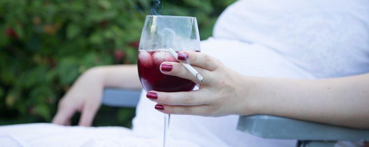 No debes fumar ni beber alcohol durante el embarazo