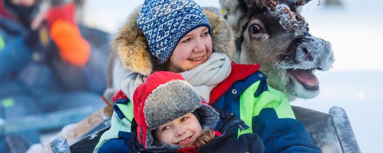 Laponia es un lugar mágico, lleno de espíritu navideño por todos sus rincones