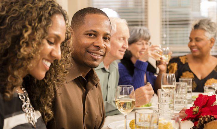 Consejos para llevarse bien con los cuñados en las cenas navideñas