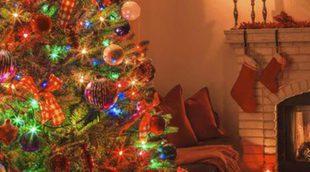 Decorar árboles de Navidad multicolores
