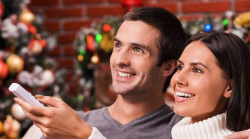 Poner la televisión en tus reuniones navideñas: Ventajas e inconvenientes