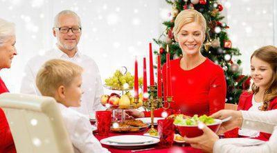 Las reuniones familiares, lo más amado por los españoles: los jerseis de renos o Papá Noel, lo más odiado
