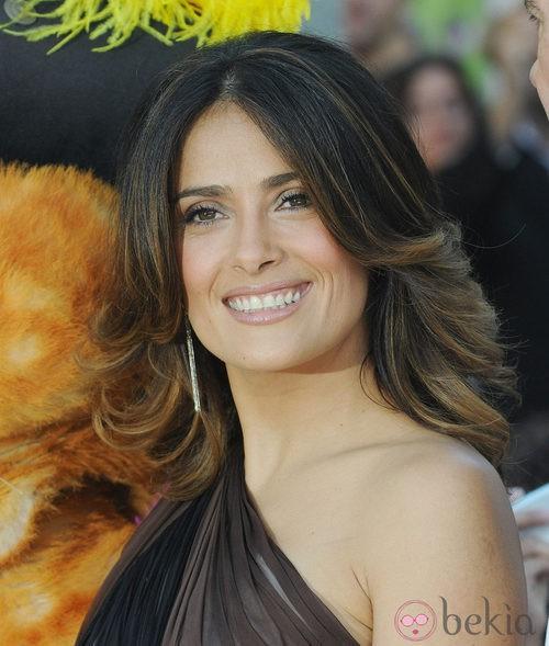 Peinados para Navidad: Salma Hayek con las puntas hacia fuera