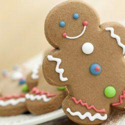 Decora las galletas de jengibre para Navidad