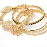 Conjunto de pulseras doradas de la colección navideña de Meigallo