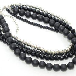 Collar largo imitando a las perlas de Meigallo para la colección de navidad 2012