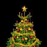 Árbol de Navidad decorado con adornos dorados y rojos