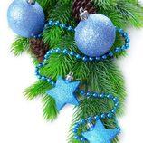 Árbol de Navidad decorado en color azul