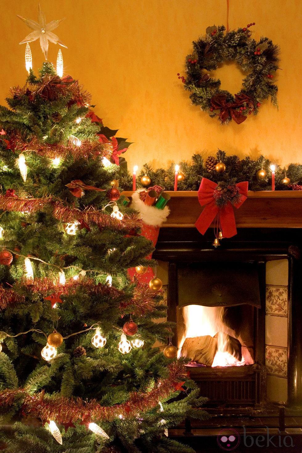 Rbol de navidad con luces blancas grandes fotos de navidad for Arbol de navidad con bolas rojas