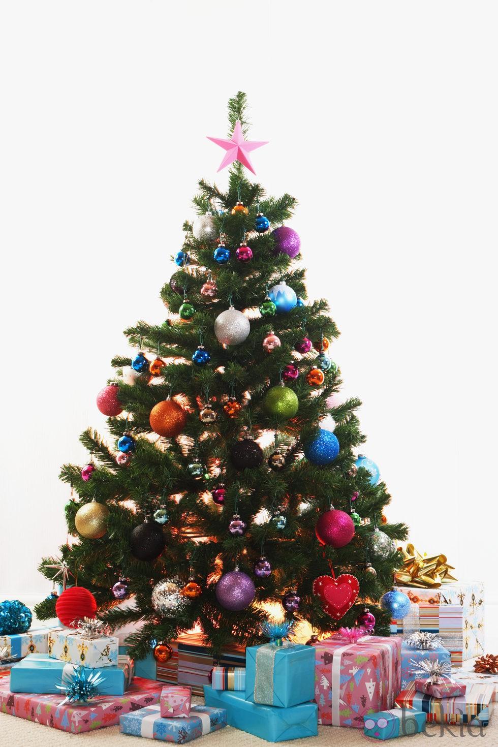 Rbol de navidad con bolas multicolor fotos de navidad - Albol de navidad ...