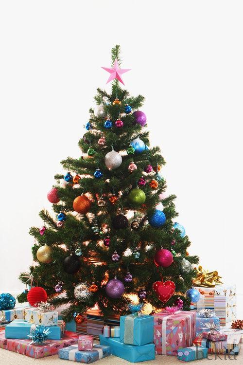 Árbol de Navidad con bolas multicolor