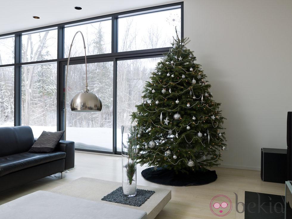 rbol de navidad minimalista en tonos plateados