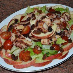 Ensalada de pulpo y manzana aliñada