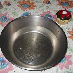 Paso 1: Poner las hojas de gelatina cortadas en tres en un bol con agua