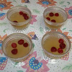 Paso 4: Verter la mezcla en copas y añadir frutos rojos