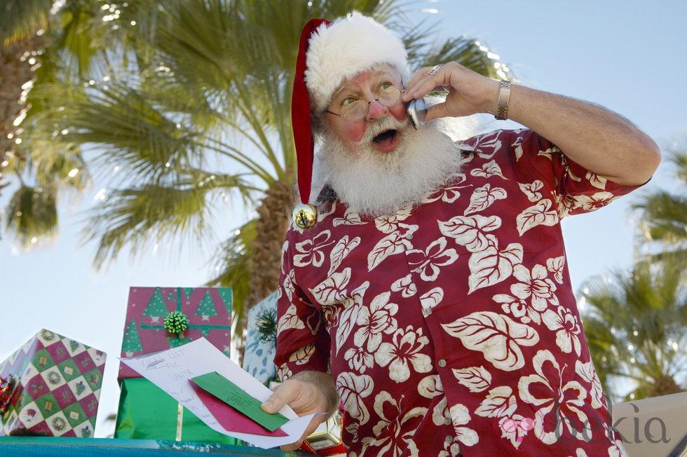 anterior un veraniego pap noel antes de repartir regalos de navidad
