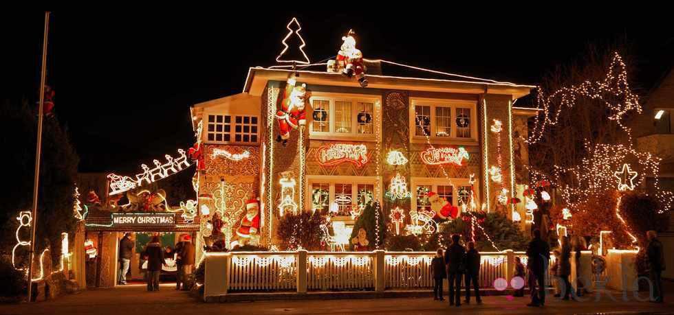 Decoraci n del exterior de una casa en navidad fotos de - Decoracion de navidad en casa ...