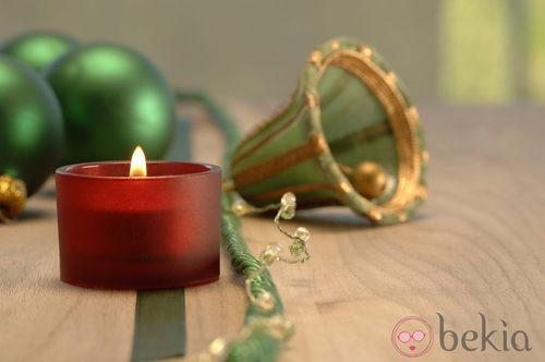 Campana en verde y dorado para decorar la casa en navidad