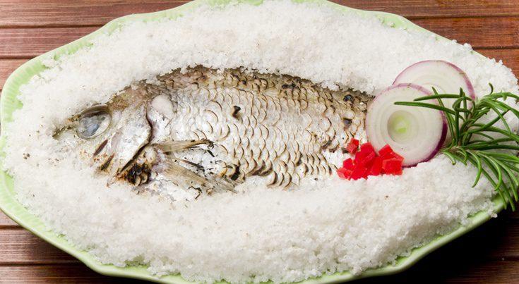 Pescados de Navidad: lubina a la sal