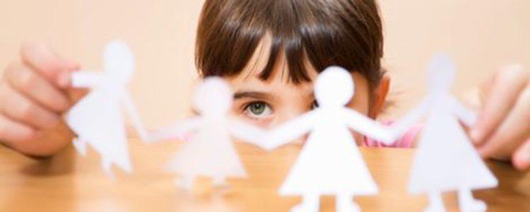 Muñecos blancos de papel típicos de los 'Santos Inocentes'