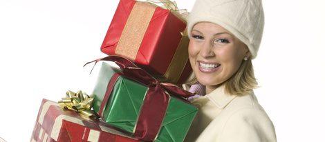El gorro y el abrigo, los mejores aliados para las compras navideñas