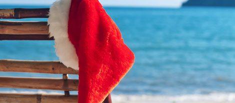 Gorro de Papá Noel en la playa