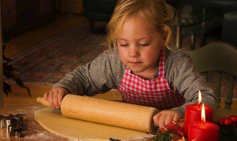 Los niños pueden echar una mano en la elaboración de los dulces y postres