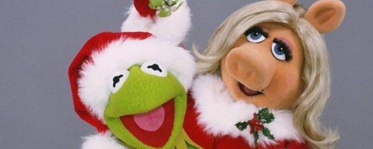 Los Muppets celebrando la Navidad