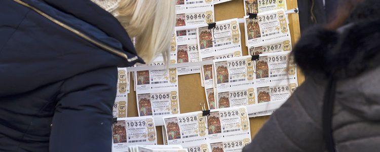 Los décimos de lotería que se venden en Doña Manolita en Madrid