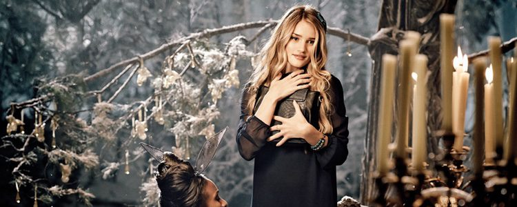 Rosie Huntington-Whiteley en el spot navideño de M&S