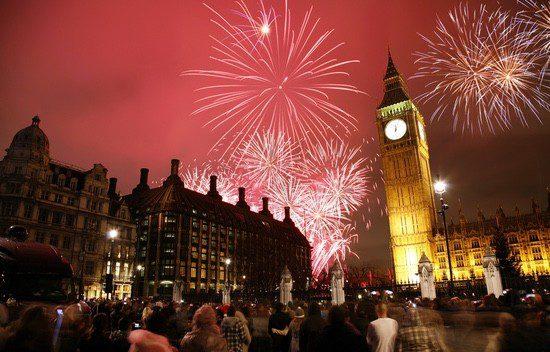 La entrada en el Año Nuevo se celebra con fuegos artificiales en el Big Ben