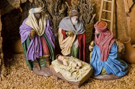 Puedes contar a los niños la historia de los Reyes montando el Belén