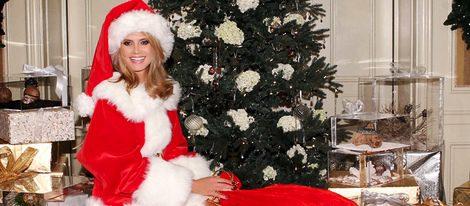 Heidi Klum se viste de Mamá Noel para felicitarnos las fiestas navideñas