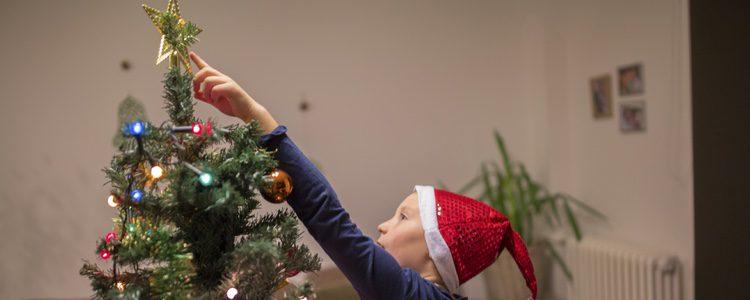 La estrella una parte fundamental del árbol de Navidad